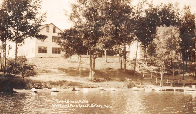 Exterior of the Royal Breeze Hotel, Woodland Park, Michigan